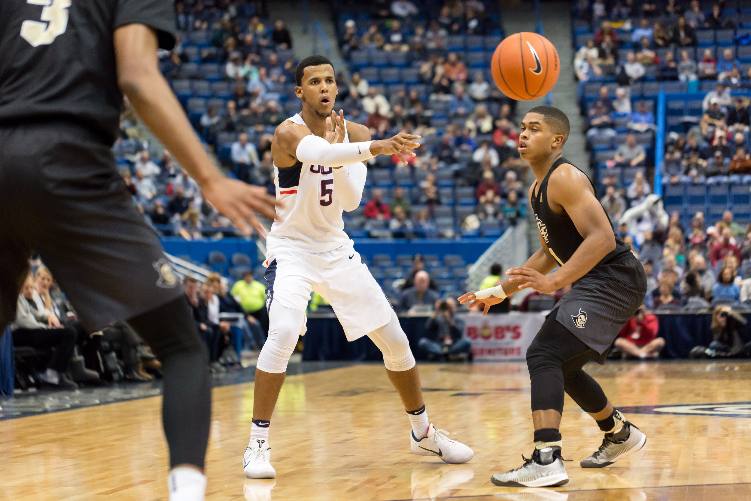 Freshman Vance Jackson makes a pass in UConn's 64-49 win over UCF at the XL Center on Jan. 8, 2017. (Tyler Benton/The Daily Campus)