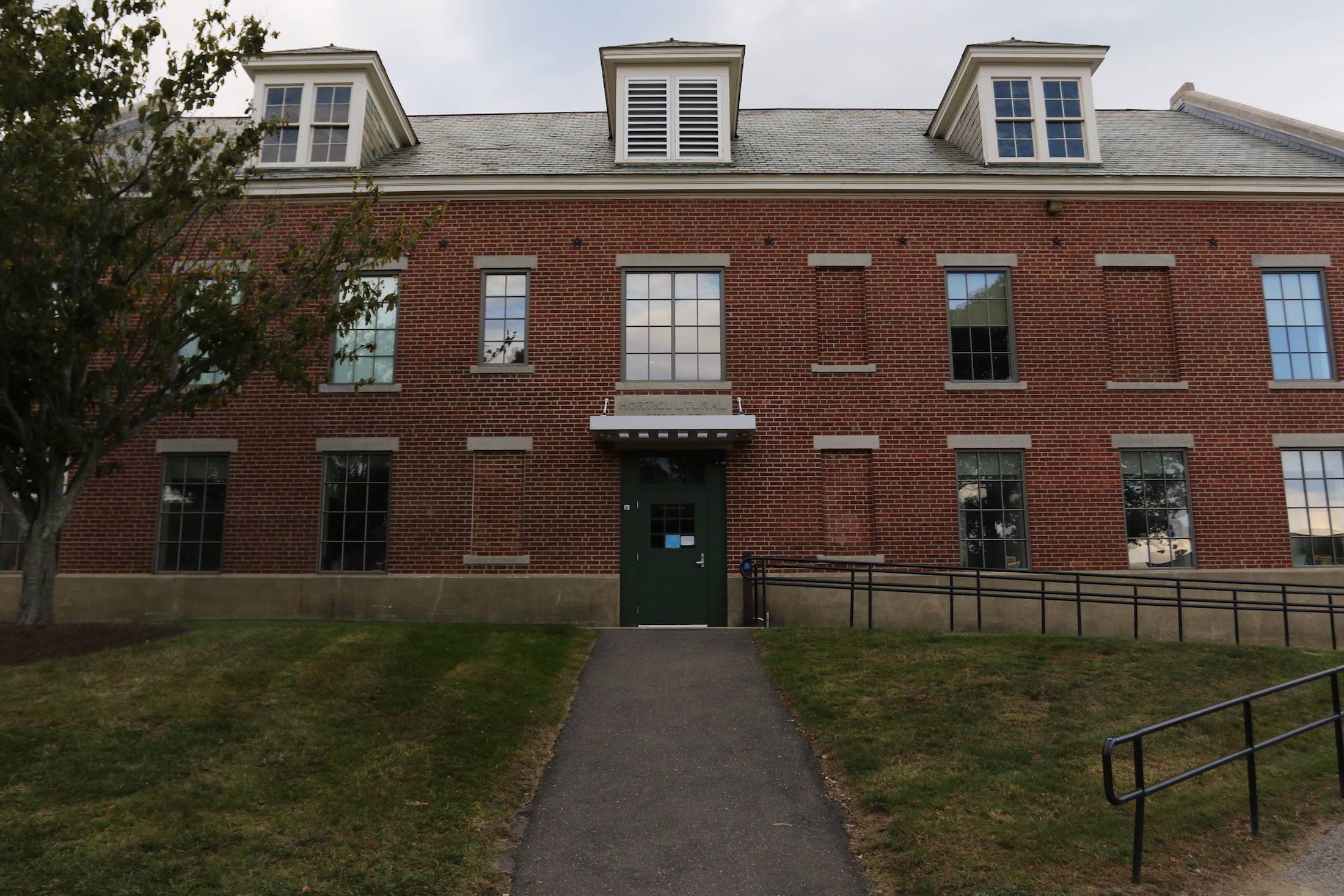 The former Museum of Natural History now holds the CLAS Academic Services Center.(Ruohan Li/The Daily Campus)