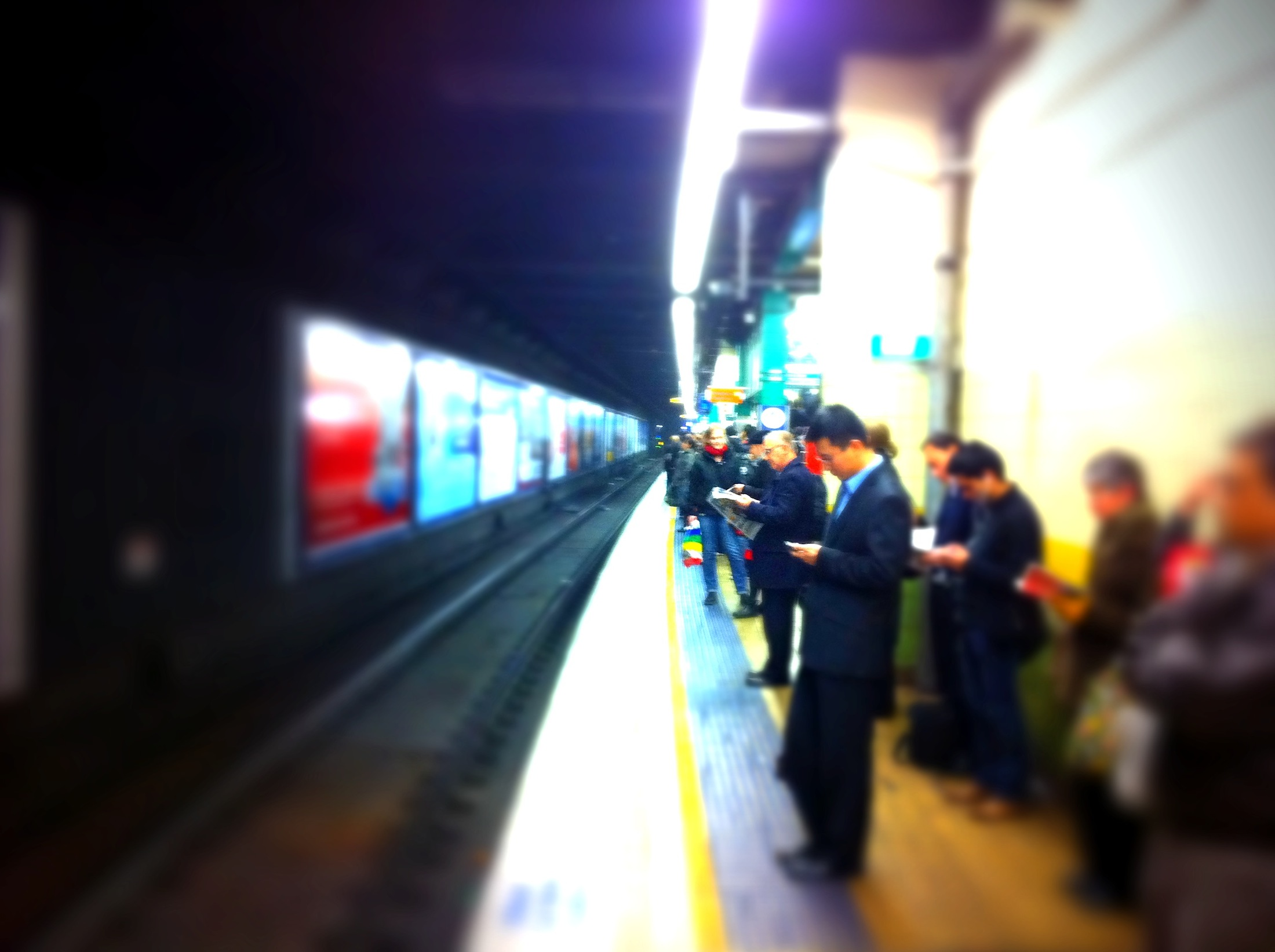 A photo of commuters waiting for a train in Town Hall station, Sydney. (Dushan Hanuska/ Flickr)