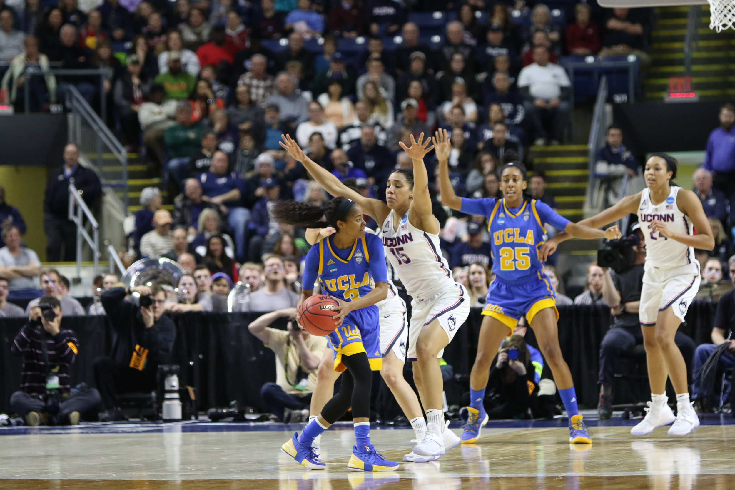UConn's Gabby Williams (#15) locks down UCLA's Jordin Canada (#3) during the Huskies' blowout Elite 8 victory over the Bruins. (Jackson Haigis/The Daily Campus)