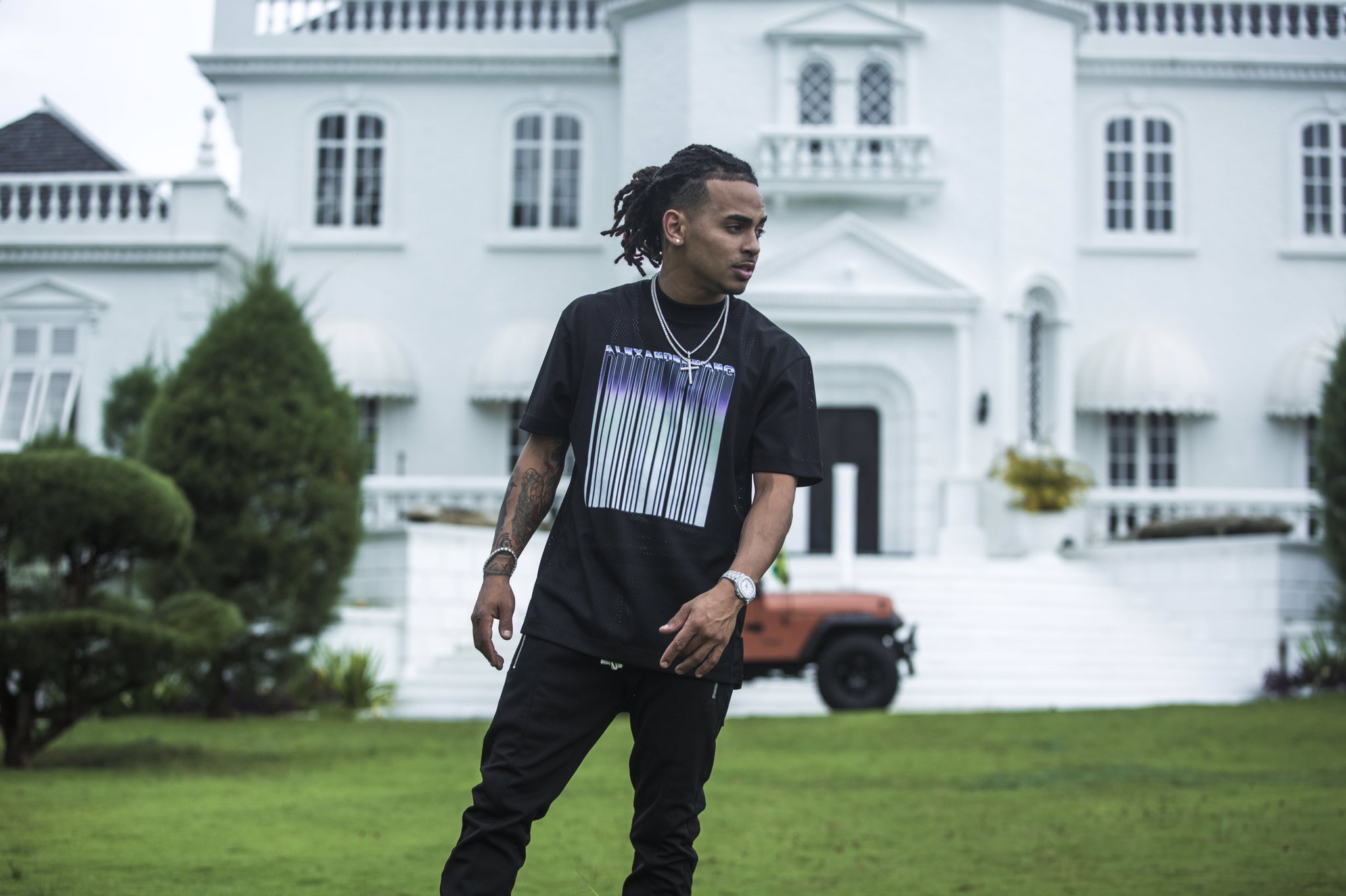 At just 25 years old, Ozuna has come closer than anyone else to breaking records that were previously placed by artists Jean Sebastian and Juan Gabriel, now deceased. (Courtesy/Twitter)