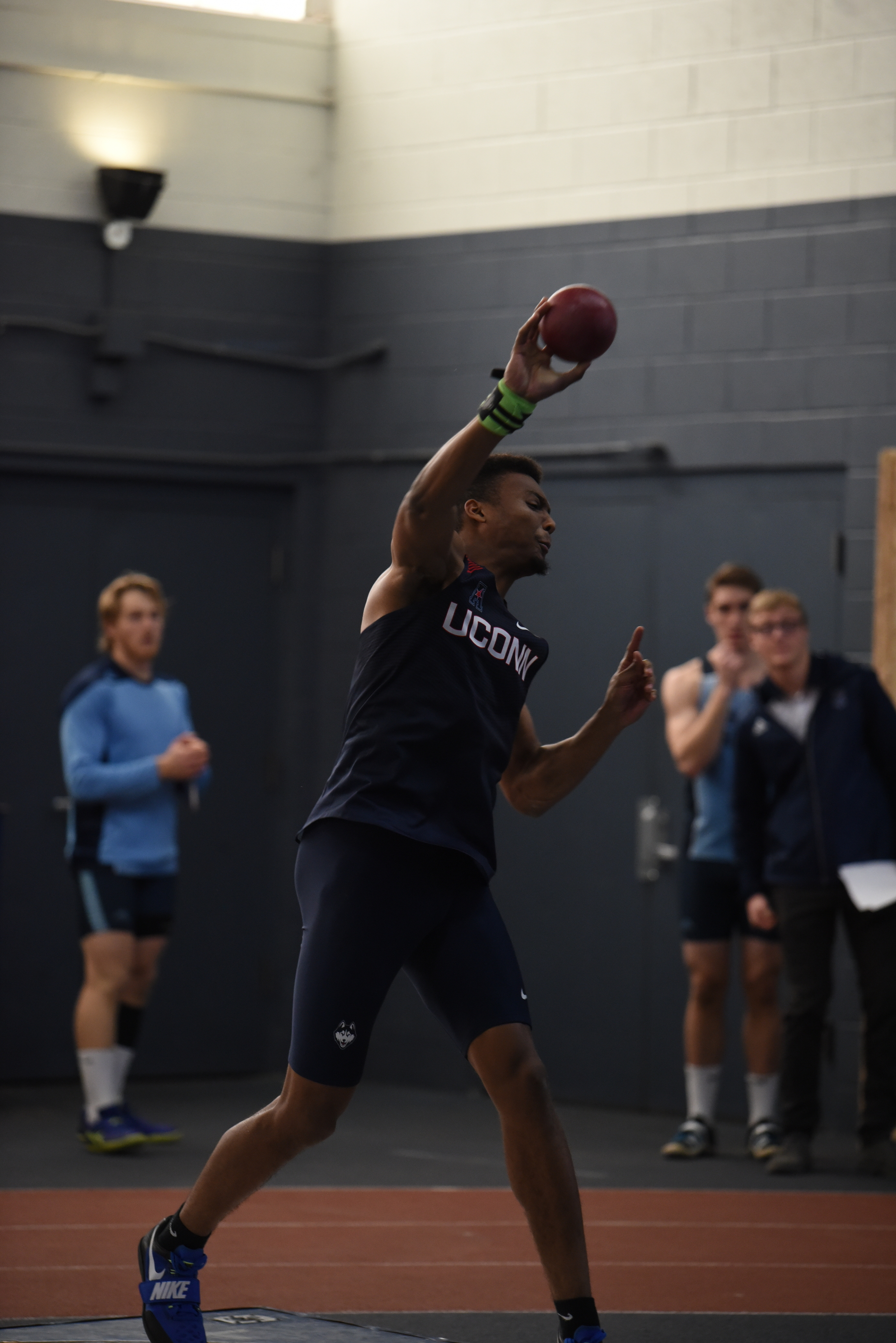 UConn Track & Field hard at practice in Greer Fieldhouse (Charlotte Lao/The Daily Campus)