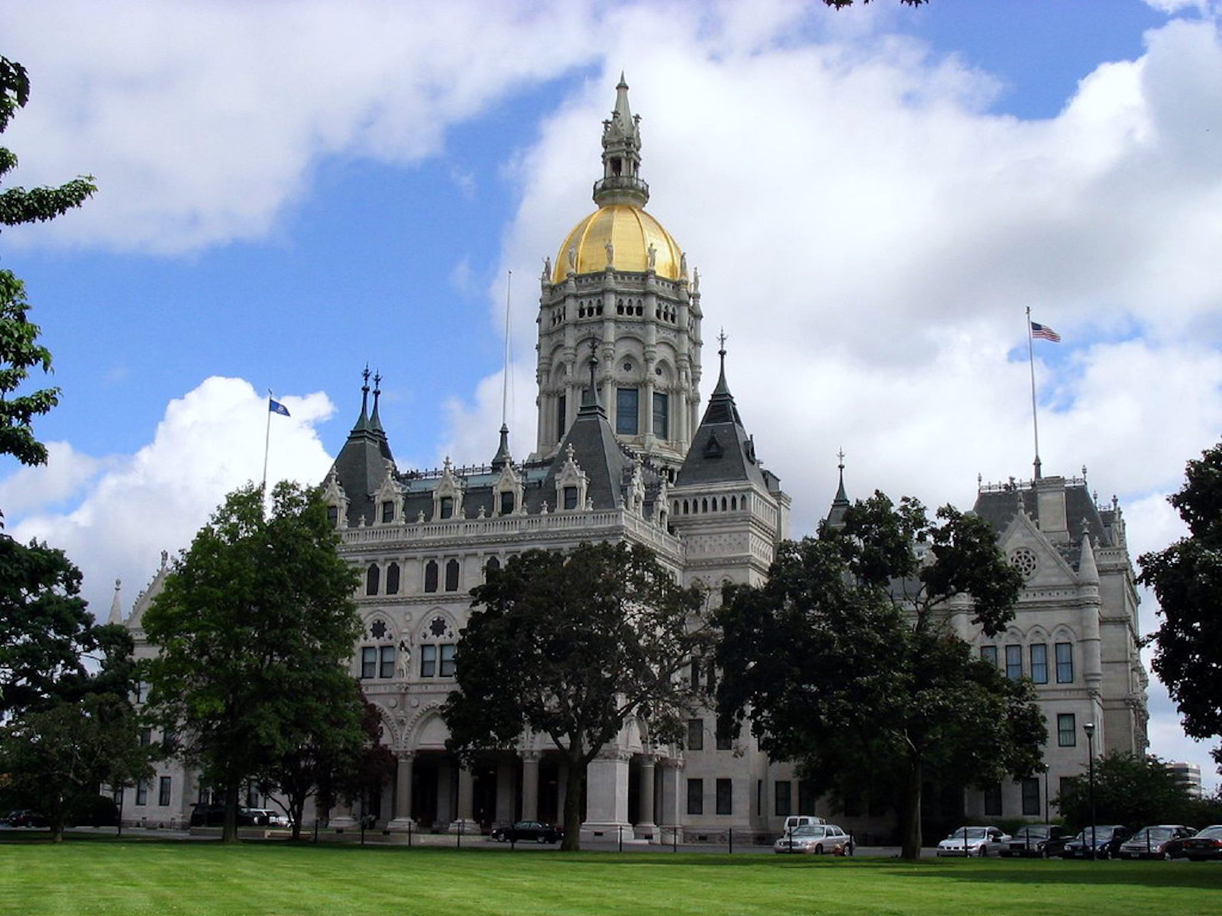 The Connecticut House of Representatives has docketed a bill that would make it easier for undocumented immigrants to receive institutional financial aid to attend public universities in Connecticut. ( jglazer75 /Wikimedia Commons)