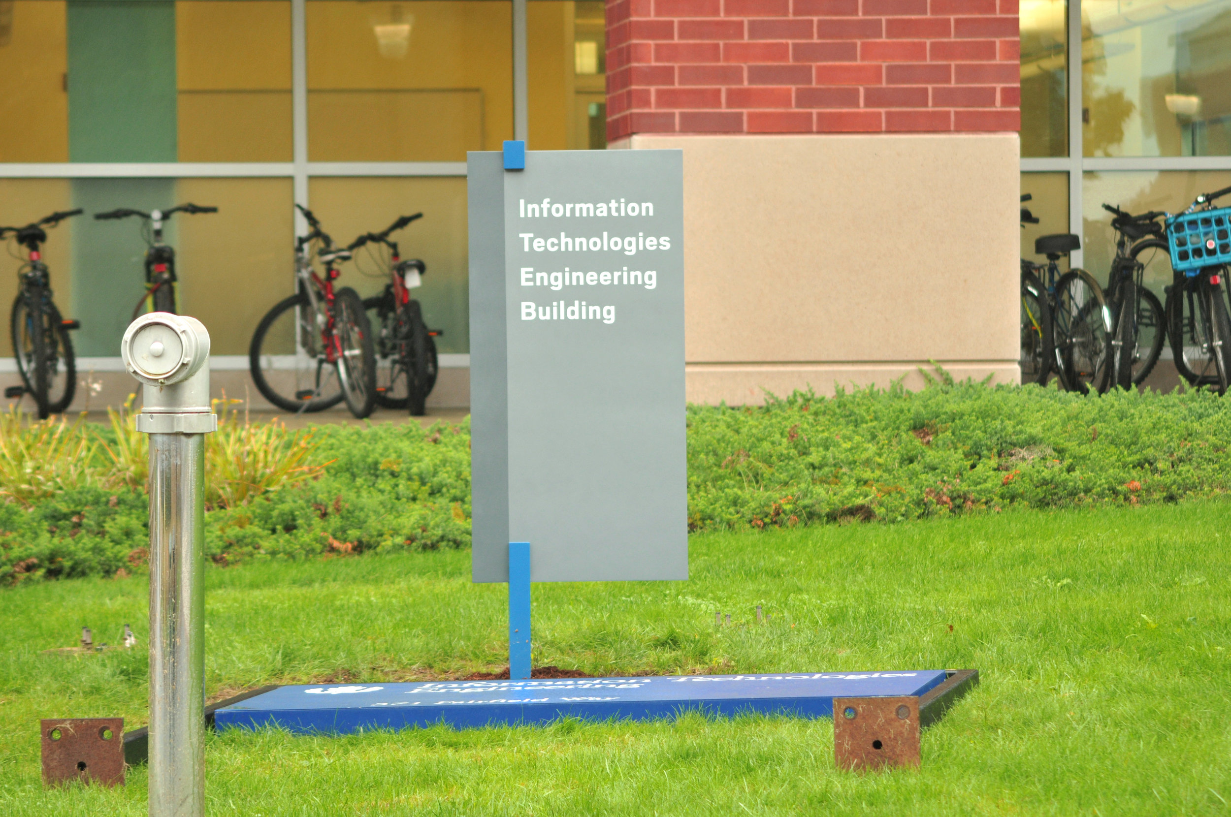 New signs aim to help navigation on campus — The Daily Campus