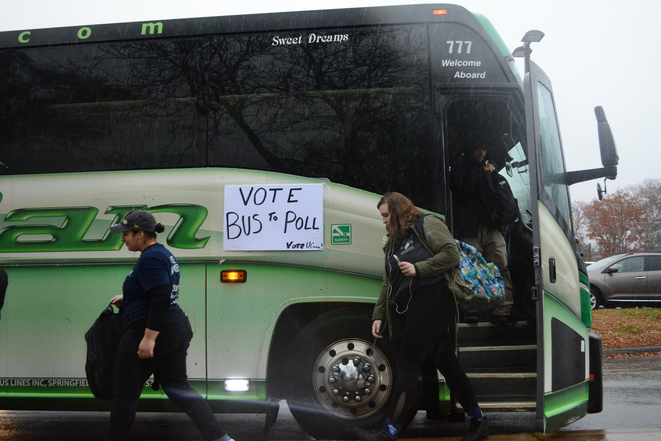 Busses transported students to voting centers. (Judah Shingleton/The Daily Campus)