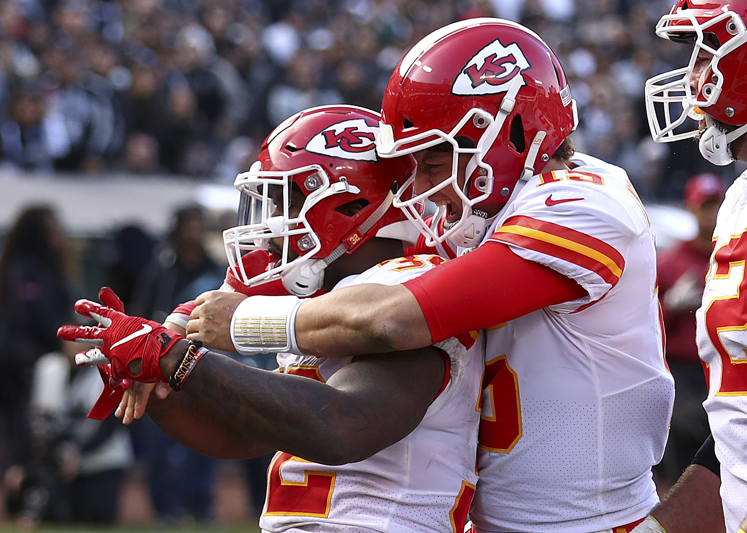 Kansas City Chiefs running back Spencer Ware, left, is congratulated by quarterback Patrick Mahomes after scoring against the Oakland Raiders. (AP Photo/Ben Margot)