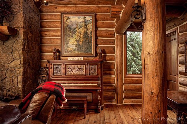 When you get to stay in a friend's cabin for free. It's best to make good use of your time. Not only is this a great place to work on photos for your portfolio, it's also a place to challenge yourself as an interior photographer. I love the way this photo turned out #architecturalphotography #architecturalphotographer #colorado #breckenridge #interiorphotography #cabin #cozy