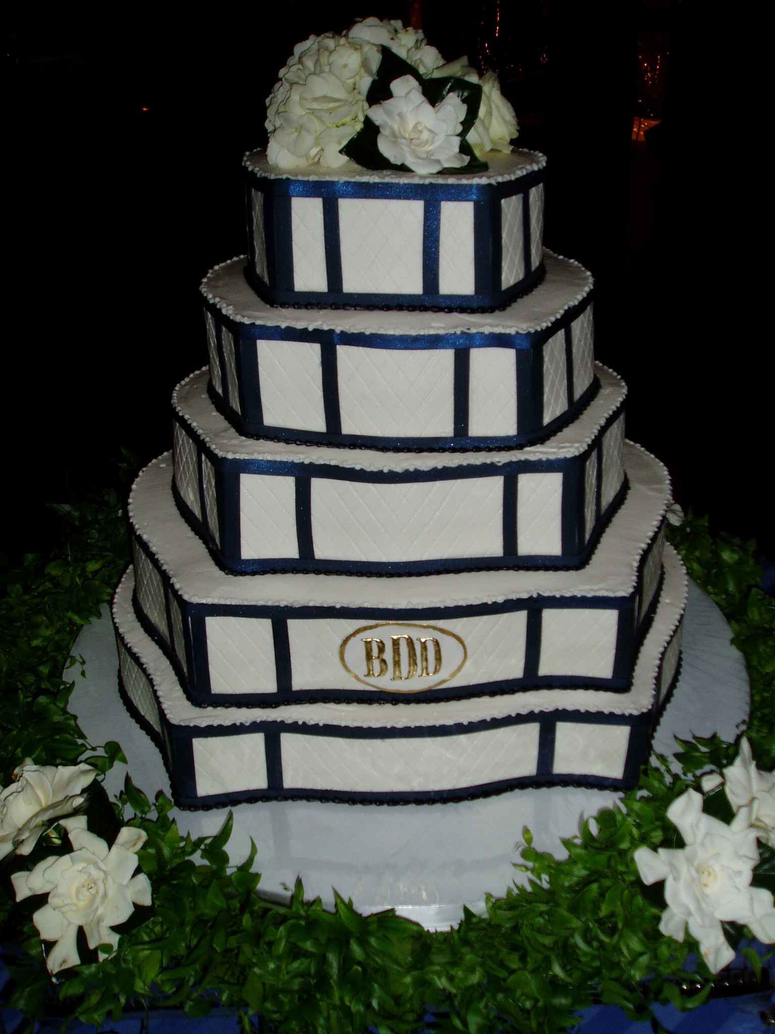 Cake Displays plus cookies 031.jpg
