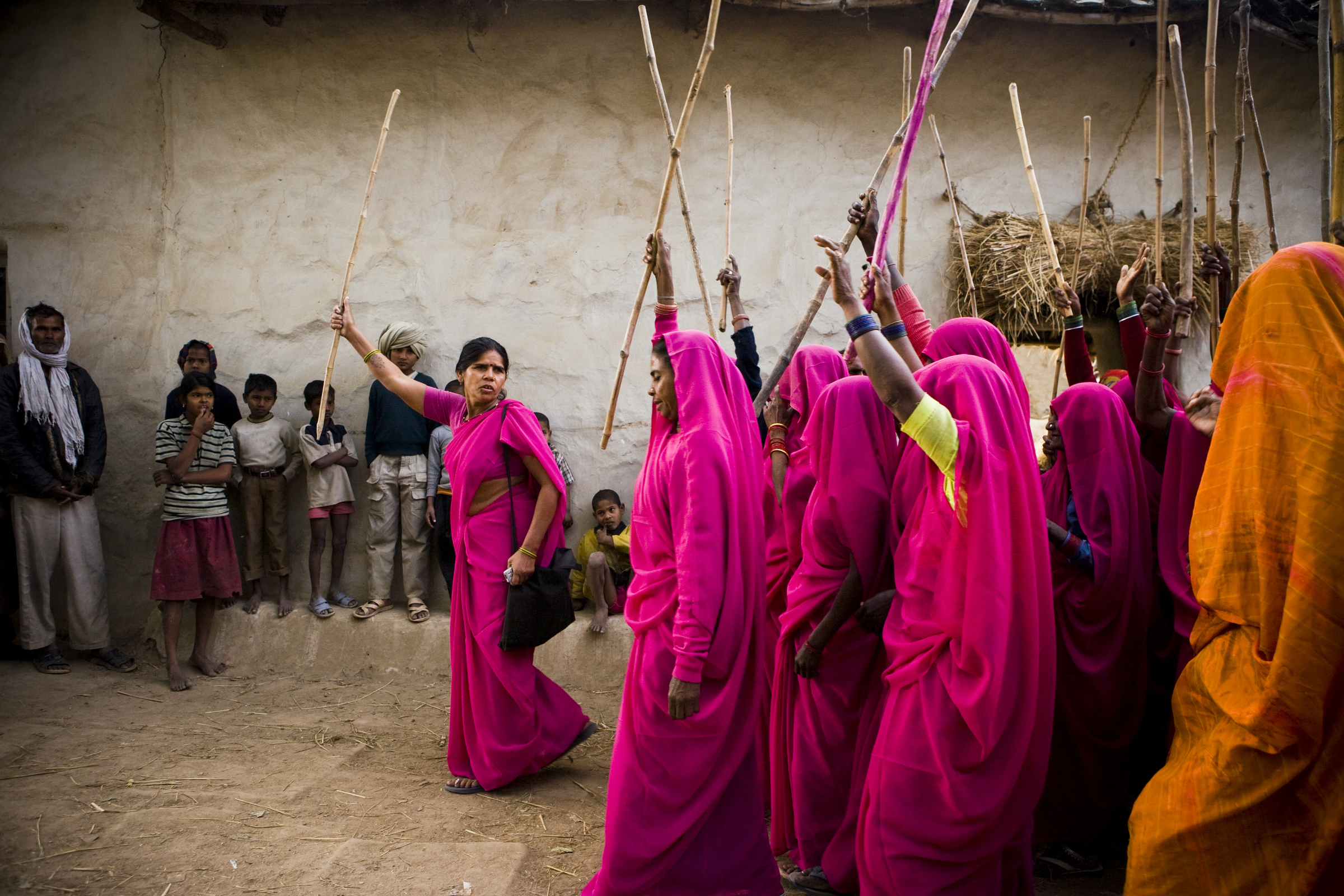 Gulabi Gang, Uttar Pradesh, India (Source:  Sanjit Das )
