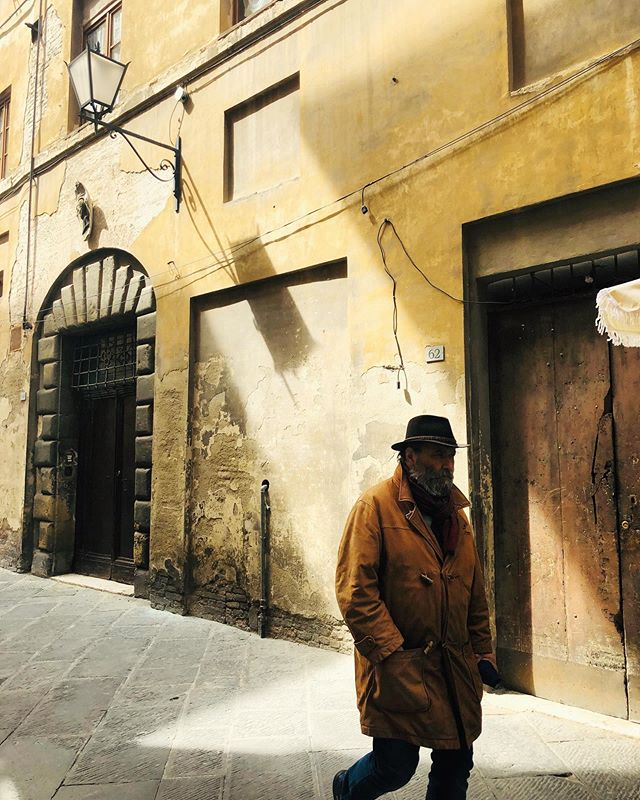 Looking for light in Siena, last spring.  I've been making an effort to shoot more when I'm out on the street, and it's been a great exercise in creativity trying to capture passerby in the vignettes I see, all while I try to remain unnoticed.