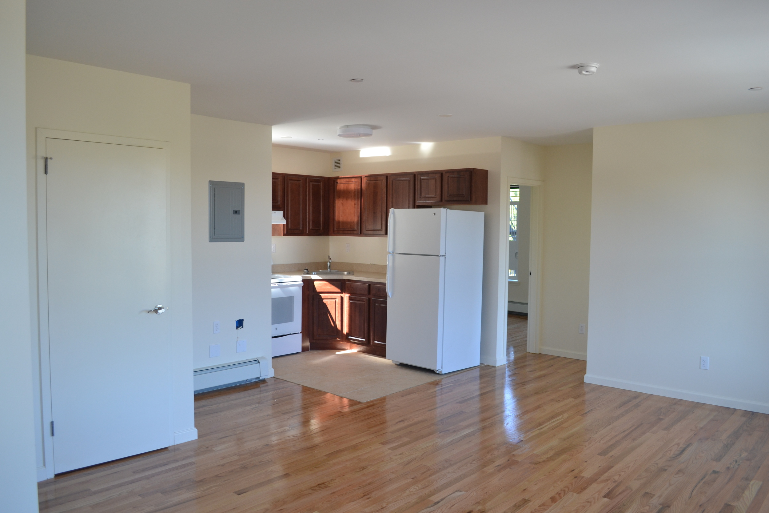 DSC_0572 zion court (1) kitchen.JPG