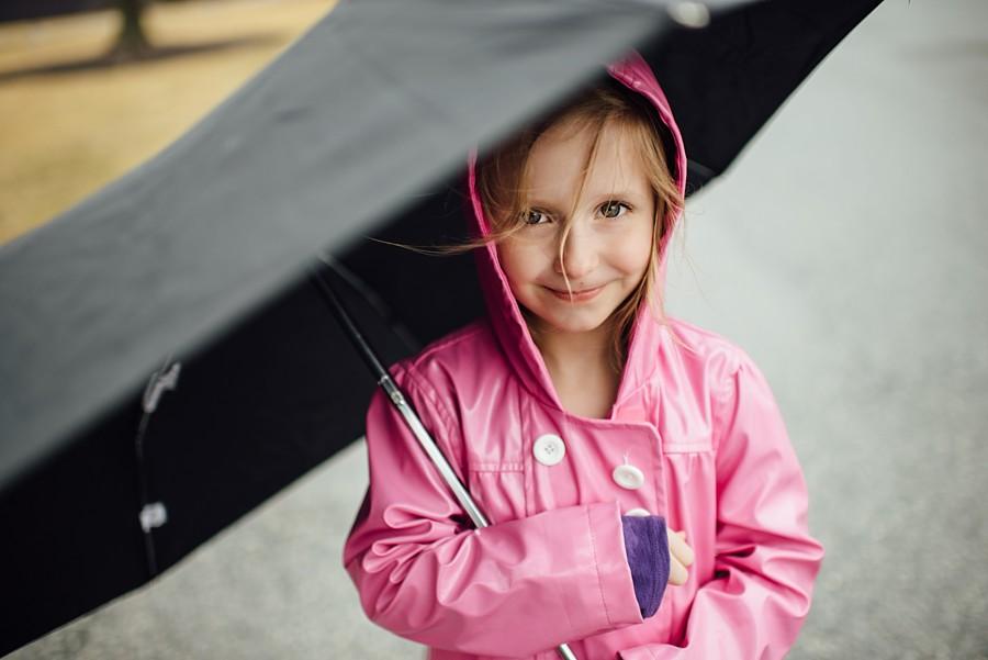 V with umbrella