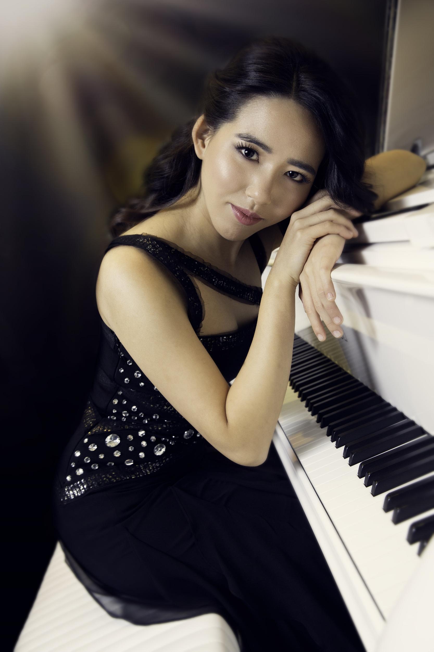 Hannah Han, piano