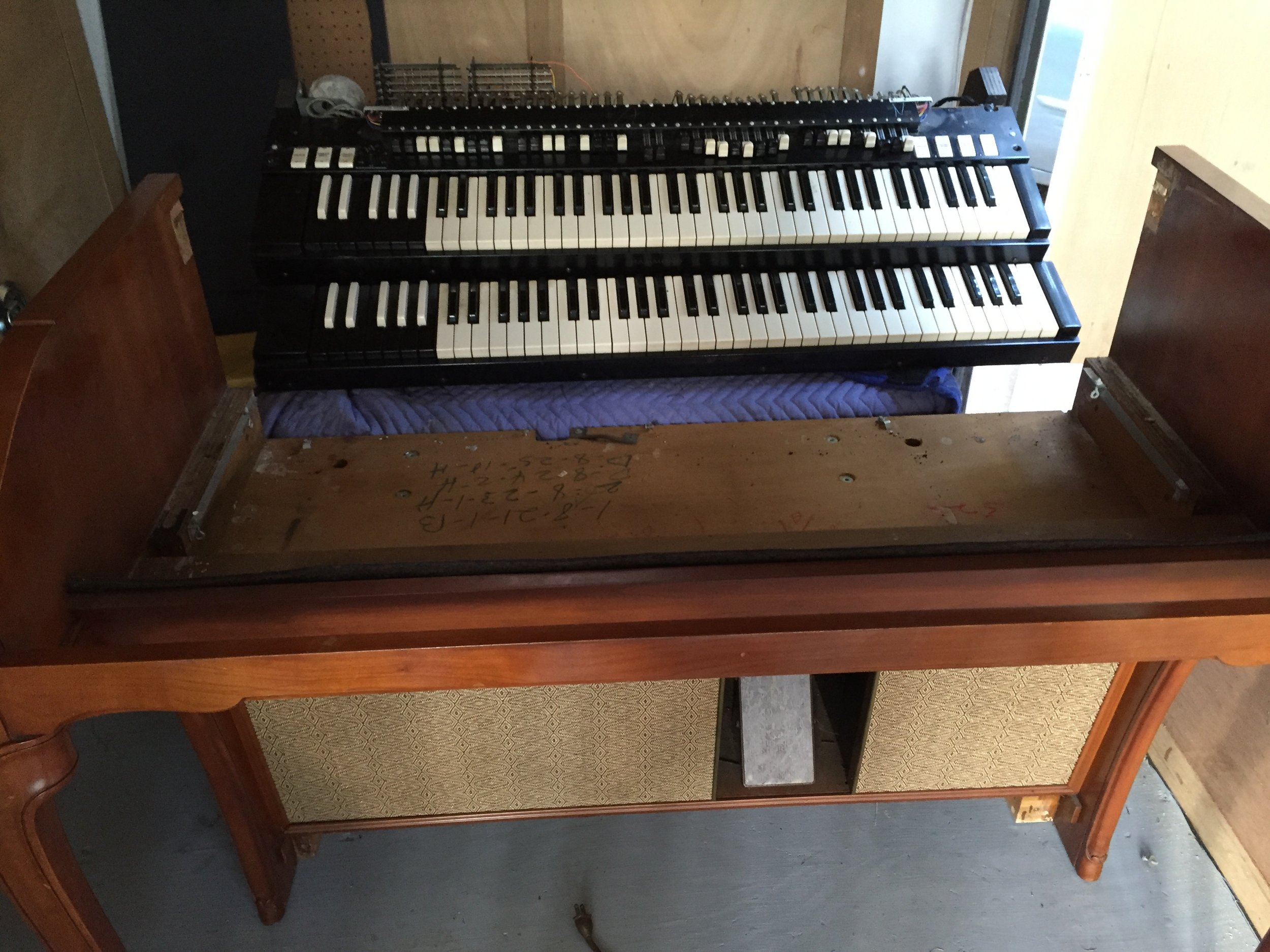 The organ had numerous playing problems as well. Rather than troubleshoot and repair or replace all the faulty components,I decided to completely replace everything all at once with the innards from this great sounding, lightly used Hammond A-102.
