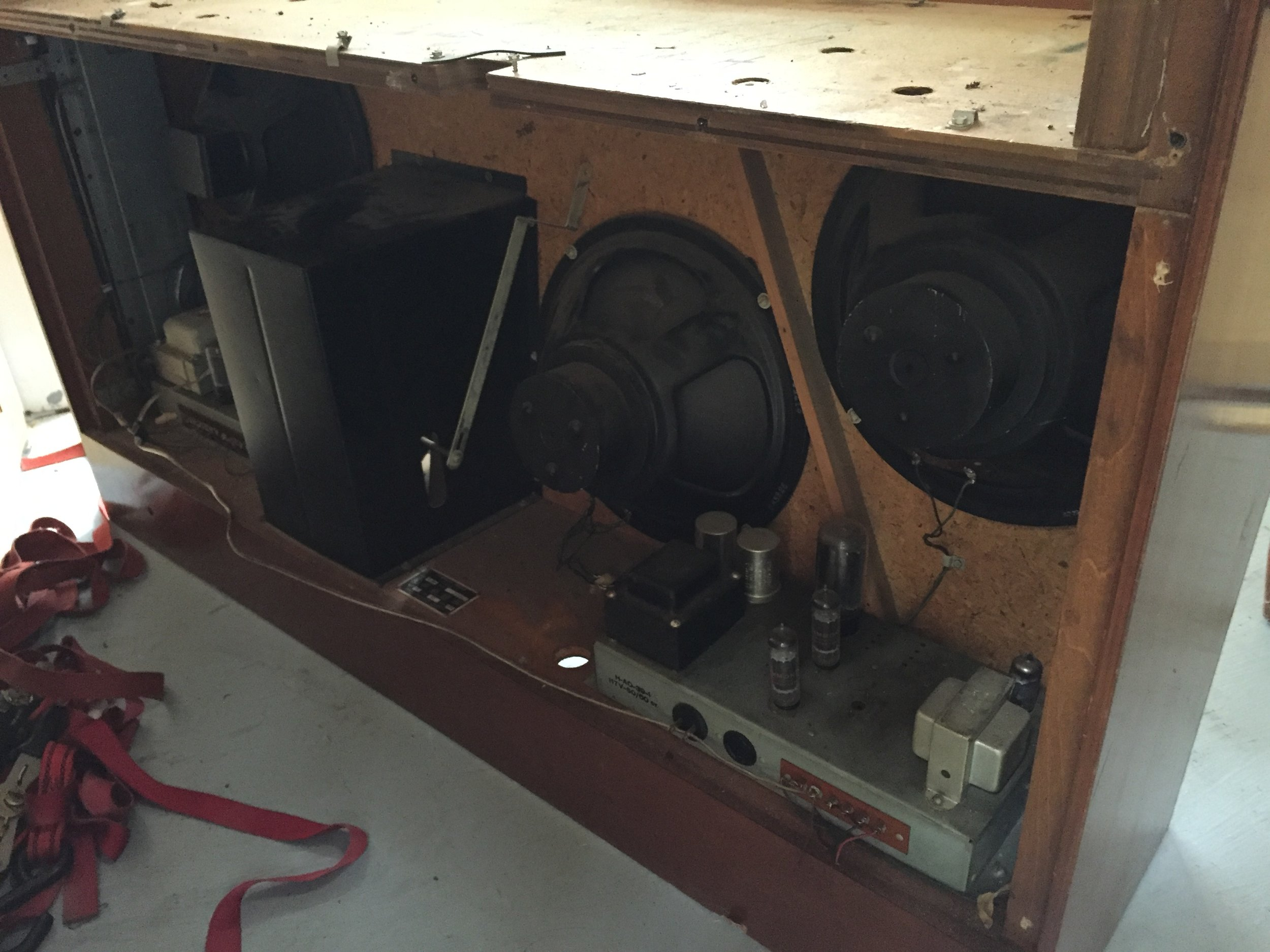 I decided to make a speaker cab out of the three vintage woofers, the two internal tube amps, and spring reverb, since it was such a sweet sounding system.
