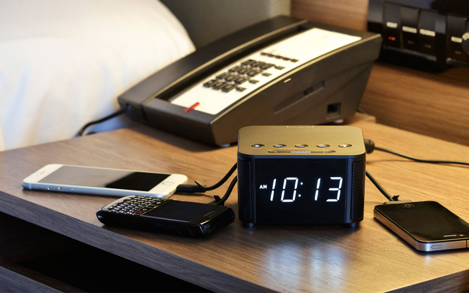 kube-clock-black-Qi.jpg