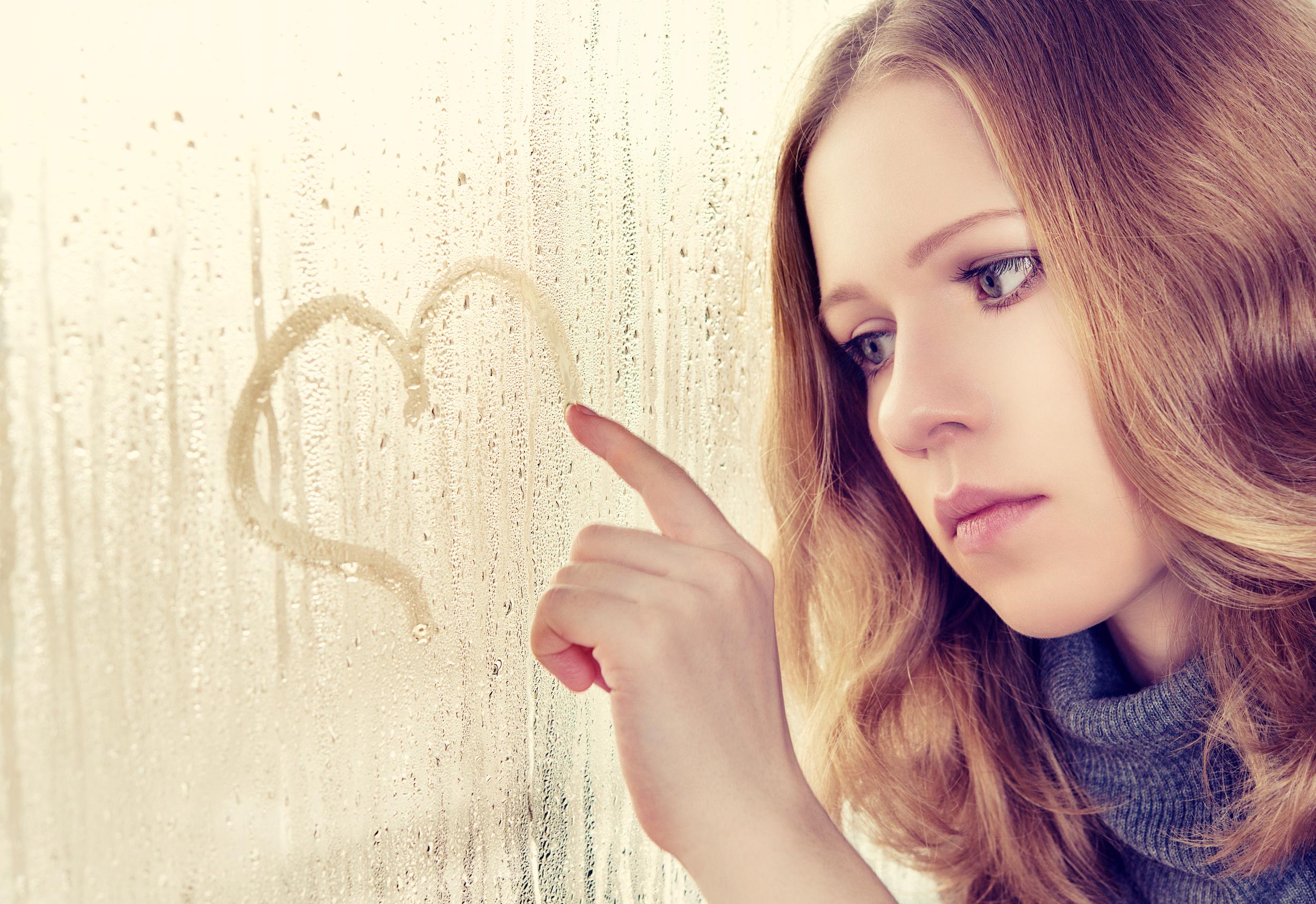 Love addiction and love avoidance