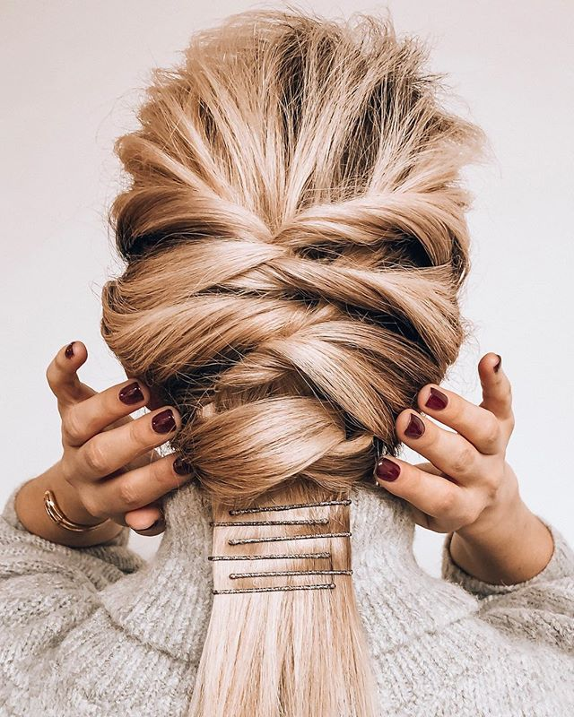 Perks of working for @prose: getting  @honoryourfaith to transform my hair into this super cute twisted braid 👱‍♀️