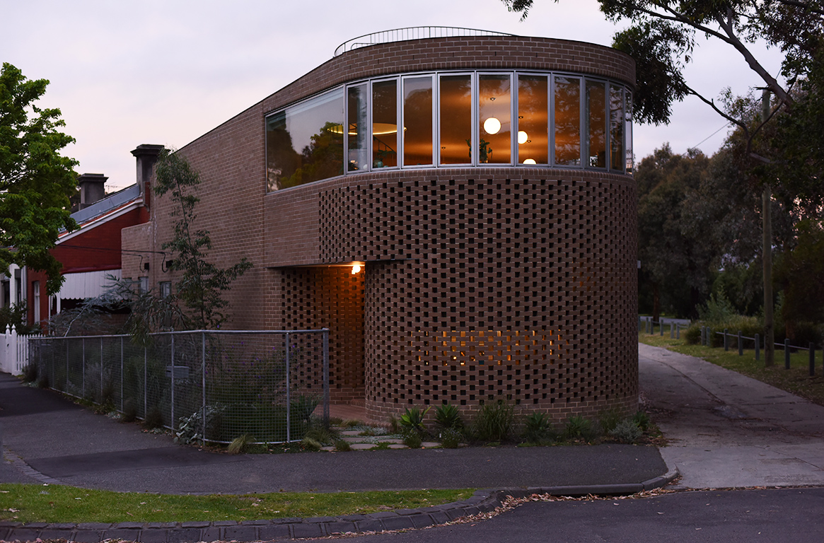 South curved end, entry  Photo Andrew Kidman