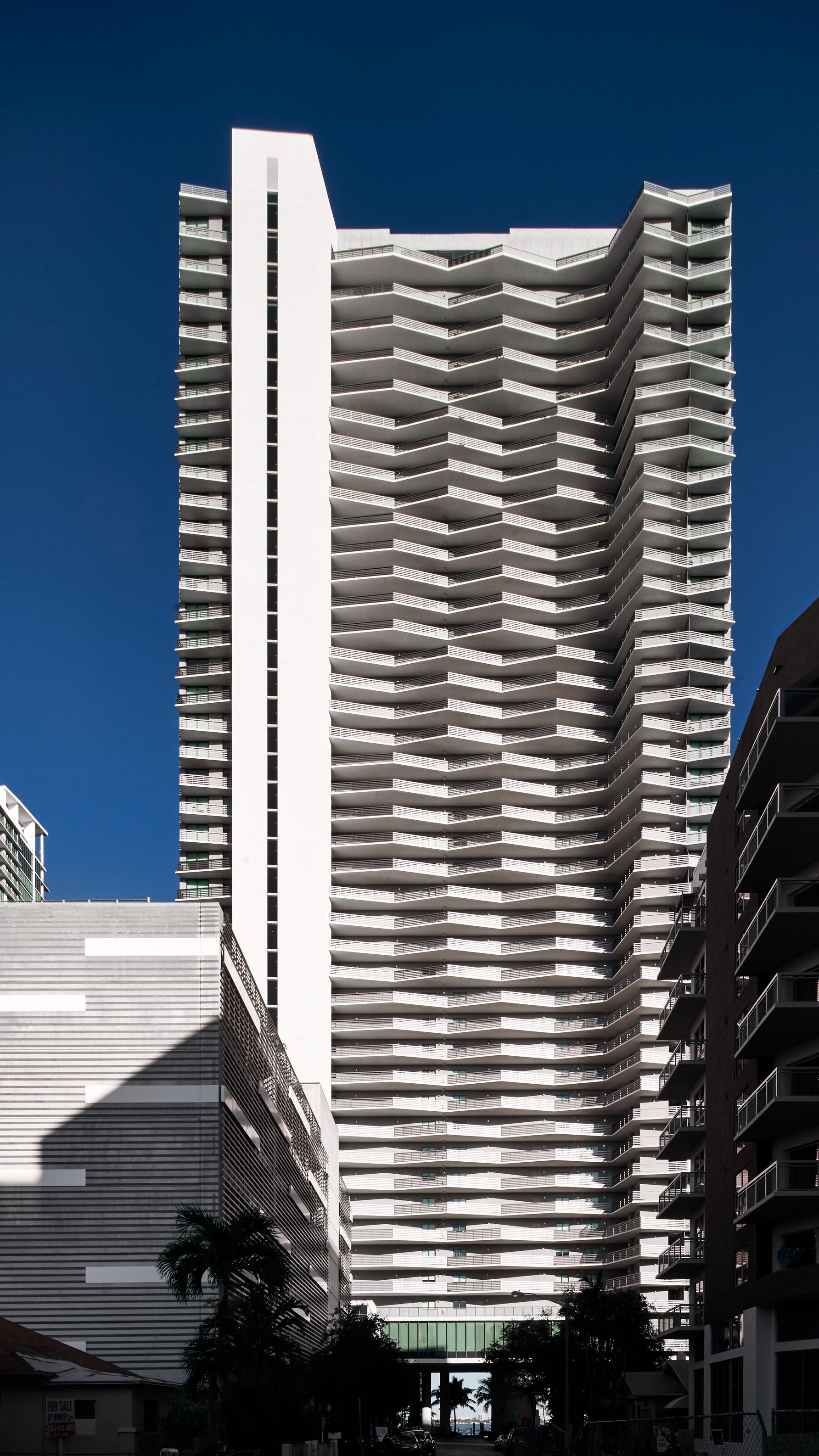 Icon Bay Apartments: Miami, FL