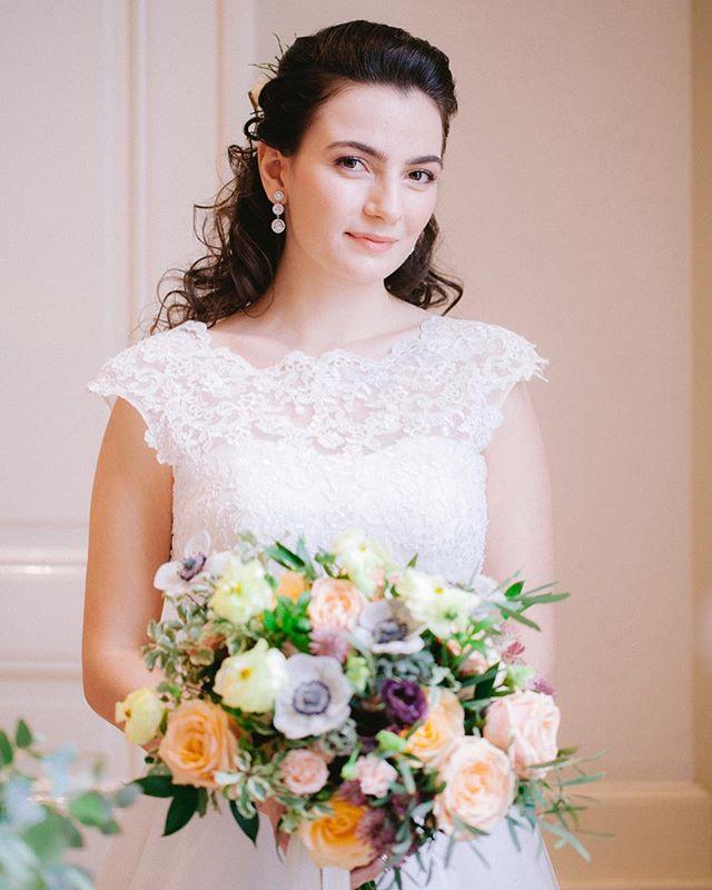 Tusen tack alla som besökt mig idag på bröllopsmässan.  Kram Malin . Underbart vacker modell, klänning @noellekalmar  Make up @parellekalmar  Blommor @garaget Lokal @calmarstadshotell . #bröllop #bröllopsfotograf #florist #bröllopsmässa #brud #blommor #brudbukett #bröllopsfotografkalmar #bröllopsfotograföland #wedding #weddingphotography #dvlop weddingphotogrqoher