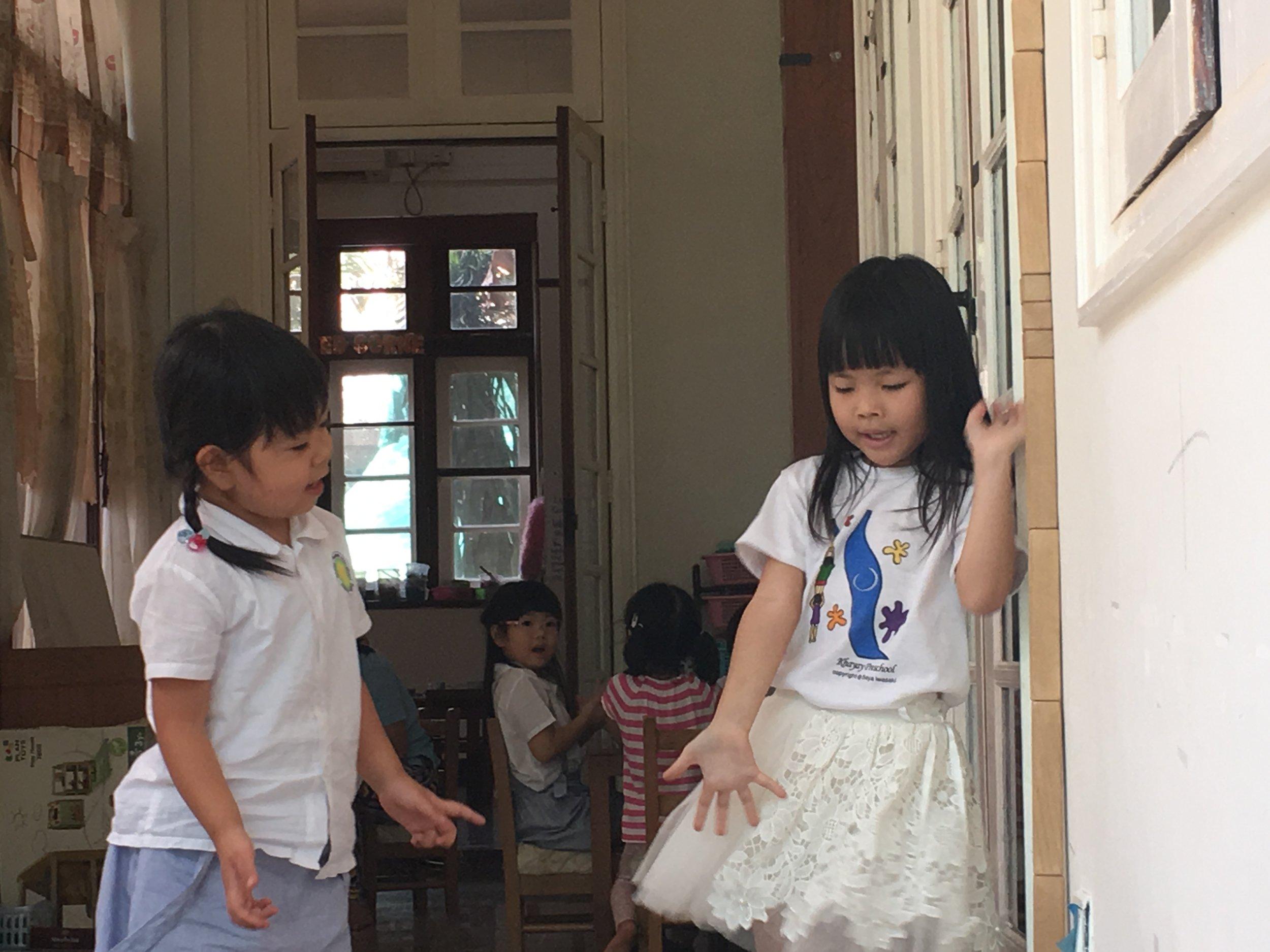 Kirara (Pre-KG Learning Corridor: Building Tower Corner)