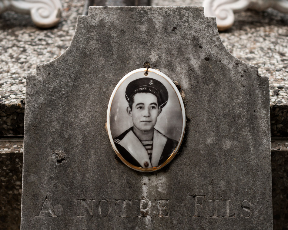 provence-graveyard-(c)-ALASTAIR-PHILIP-WIPER-31
