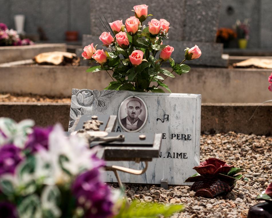 provence-graveyard-(c)-ALASTAIR-PHILIP-WIPER-59
