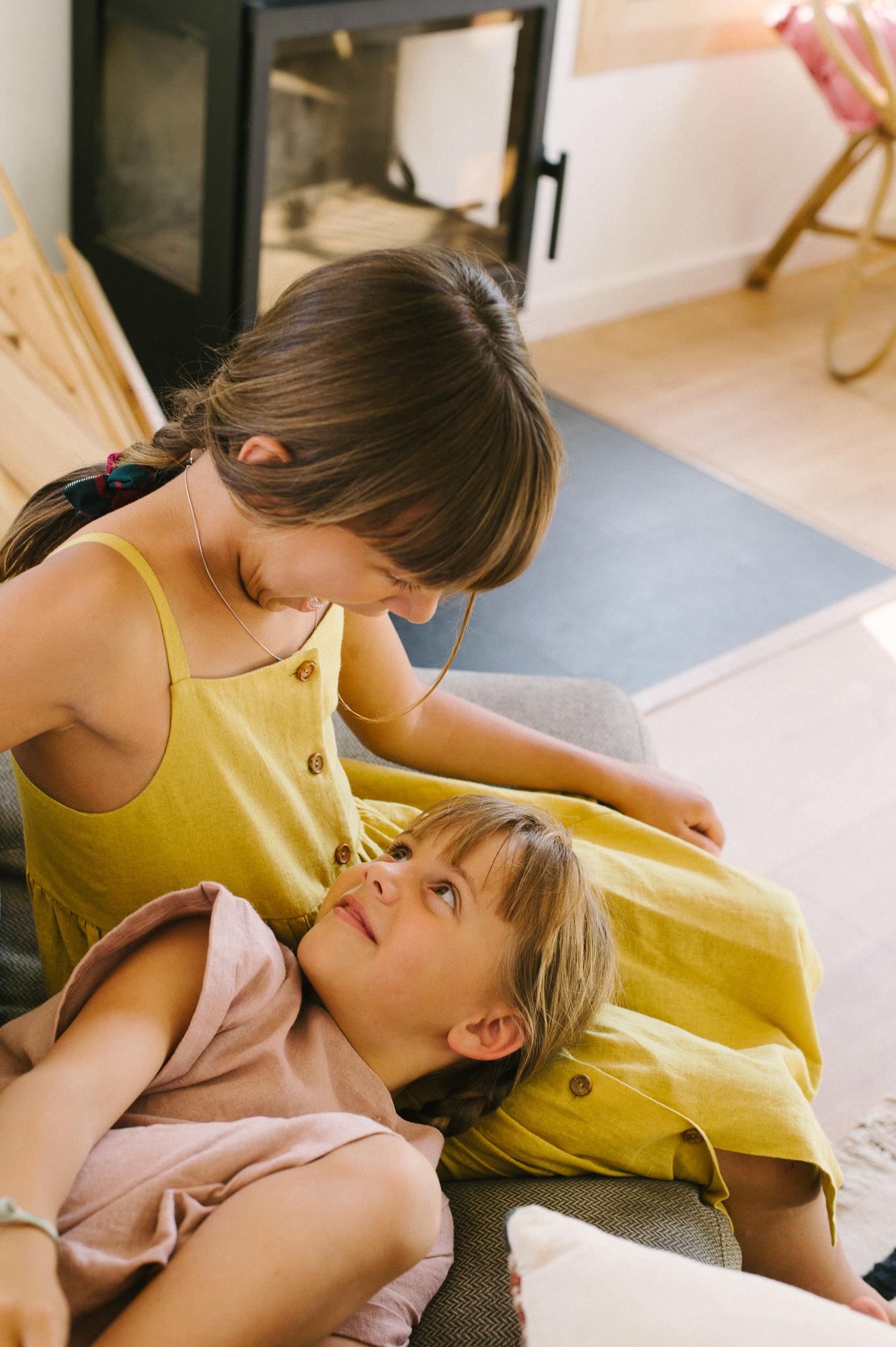 Loreto viste ropa de su propia marca,  Twothirds , Mar, Sohpie y Ada visten ropa de  AIÖ kids .