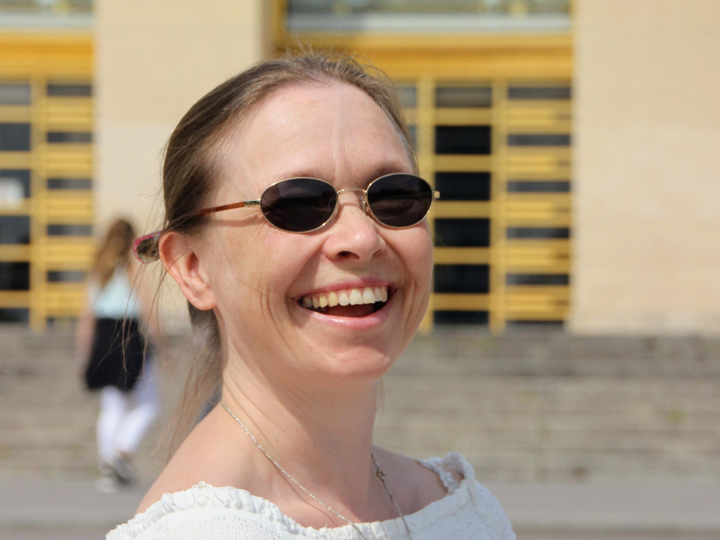 Sanna Urvas - Johdanto Vanhaan testamenttiin -kurssin Opettajana toimii teologian maisteri Sanna Urvas. Hänon suurperheen äiti, freelance/free tyle teologi-taiteilija-opettaja, joka osallistuu teologian vääntämiseen väitöskirjatyön parissa Helsingin yliopistolla. Hän on toiminut tuntiopettajana IK-opistolla Helsingissä syksystä 2018 ja kiertelee maailmalla erinäköisissä lähetystyöhön liittyvissä projekteissa. Urvas tunnetaan taitavana ja intohimoisena pedagogina.
