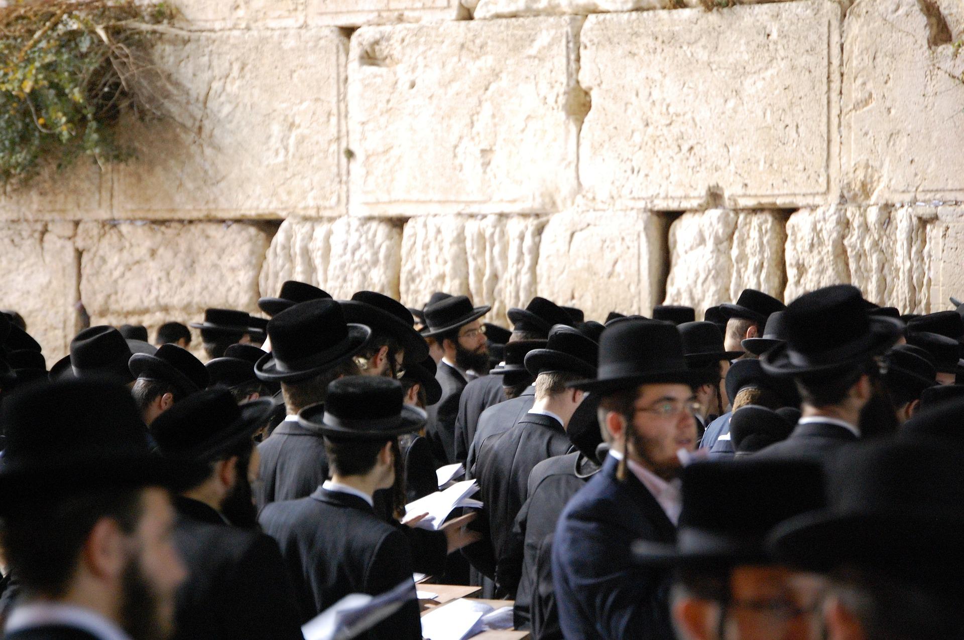 Israel- kurssi, 3-jakso: Israel ja juutalainen kansa tänään 23.–24.5.2020 - Raamatun liitot. Muiden uskontojen vaikutus juutalaisuuteen. Rabbinistininen juutalaisuus mm. kabbala, sefardit, askenasit. Työ juutalaisten keskuudessa. Messiaaninen liike, sen synty, sisältö ja merkitys. Kuinka kertoa juutalaiselle Jeesuksesta hänen Messiaanaan.