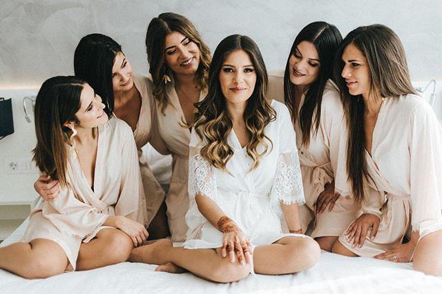 Girlfriends 💕 . #cheias_de_graca #weddinginportugal #destinationwedding #portugalwedding #weddingphotography #fotografiadecasamento #weddinginspiration #vscowedding #bride #groom #weddingday  #p3top #postthepeople #oh_mag #lifeispeople #likesmagazine #lovelysquares #nothingisordinary #thislifetoday #faded_world  #makeportraits #untoldvisuals #igmasters #ig_portugal #igersportugal  #lookslikefilm #expofilm  #exploretocreate #junebugweddings
