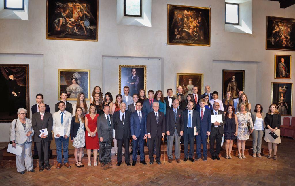 Estudiantes y tutores premiados junto a miembros de la organización | Foto: Juan Jesús (Centro Imagen)