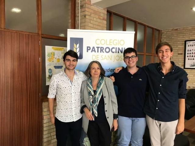Concha Bocos, Gonzalo Herrero, Adrián Cantera y Daniel García de las Bayonas en el colegio Patrocinio