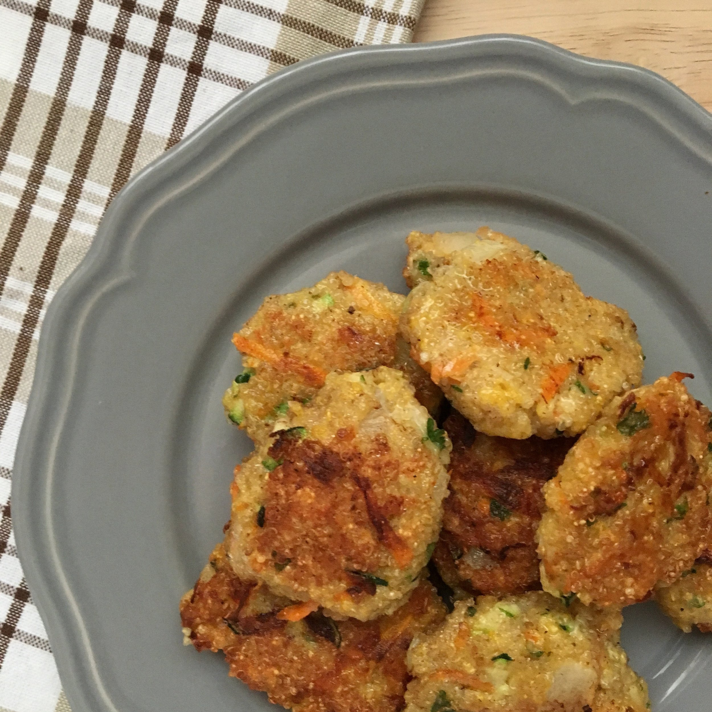 These simple Crispy Quinoa Cakes are a simple versatile dish! They're a great meatless, protein rich option that even meat eaters will love!