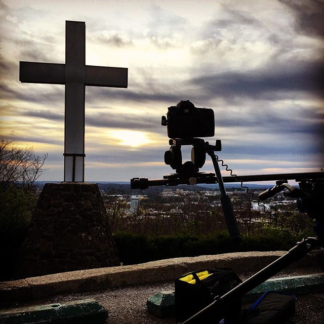 Testing out the new #rhinomotion for a #sunsettimelapse tonight! @rhinocg #fayettevillear #video #canon #benro #mtsequoyah#rhinocg