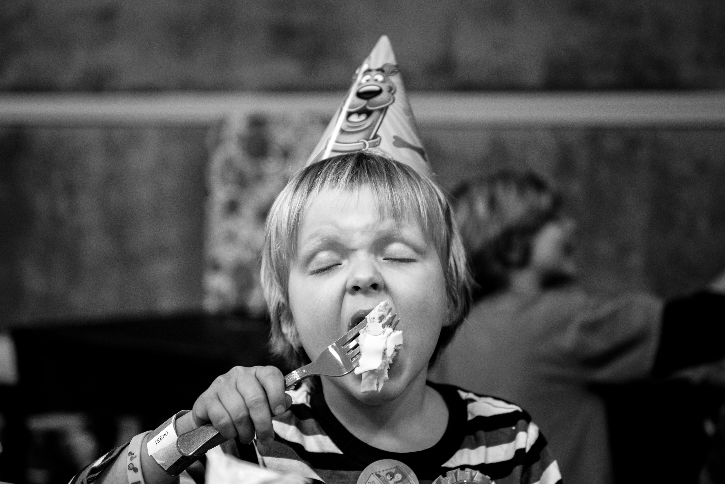 Molly Rees Photo - Black and White Documentary Family Photography in Denver, Colorado - birthday boy eating cake by M. Menschel
