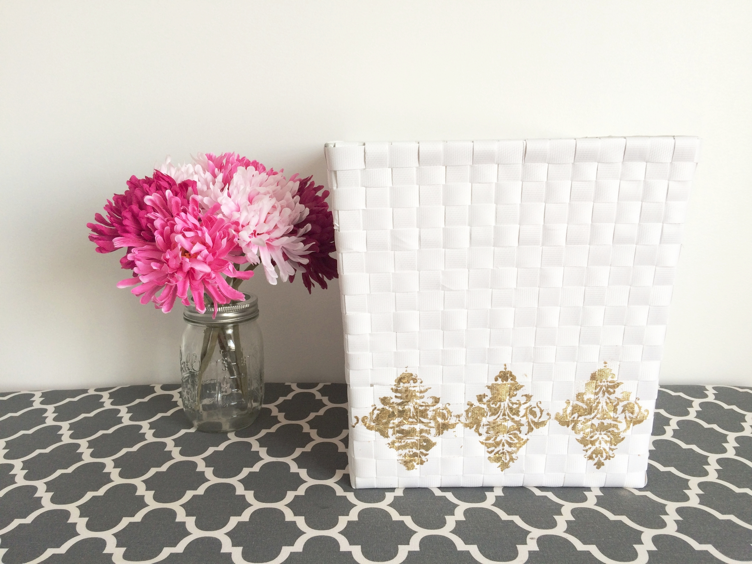 krystledesantos_diy_stenciled_baskets_1