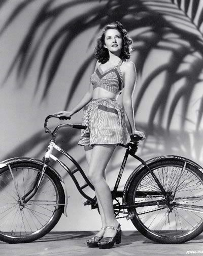 Martha Vickers wearing a 1940s style playsuit