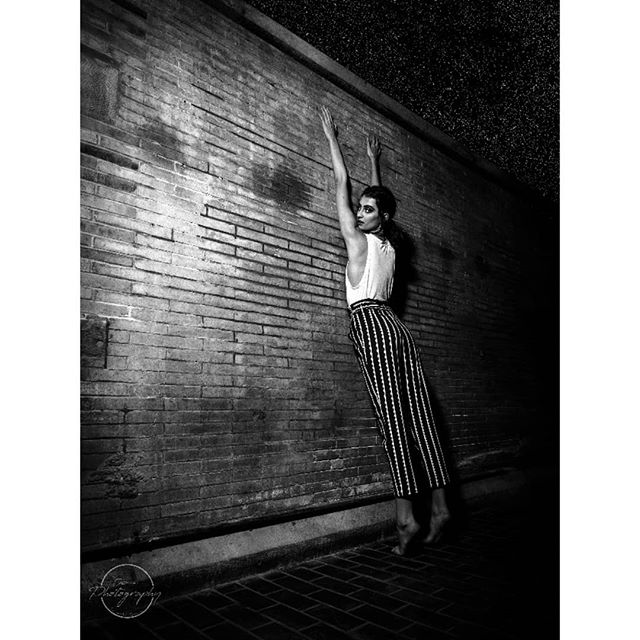 Don't forget to reach for the stars.... The most wonderful act of random stretching occurred at #shutterfest2019 and I could not pass up the oppourtunity....inspiration for future posing at its finest!  @taylerwinn  Location: Union Station Hotel, St. Louis  #portraitphotography #dramaticportrait
