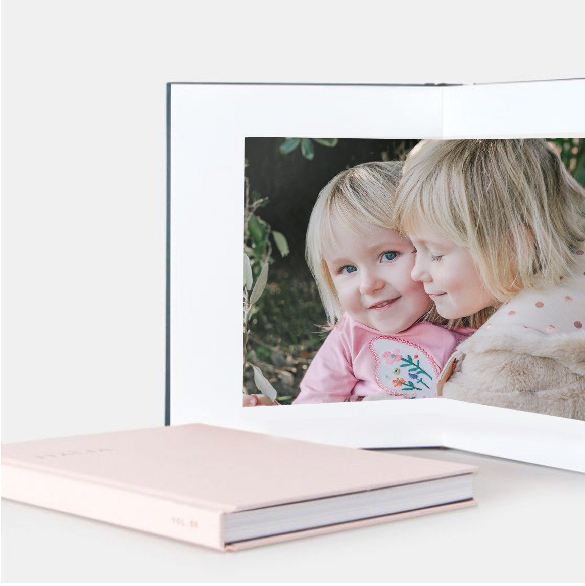 "Simple Album & 'Love Life' Package Combo - Drawing on time-honored binding techniques, the Layflat Album features ultra-thick pages that lay flat when open for seamless panoramic impact.8.5 X 8.5 "" small - £80012 X 12"" medium - £90014 X 11"
