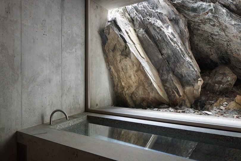Concrete-Bathtub-by-Nickisch-Sano-Walder-Architekten.jpg