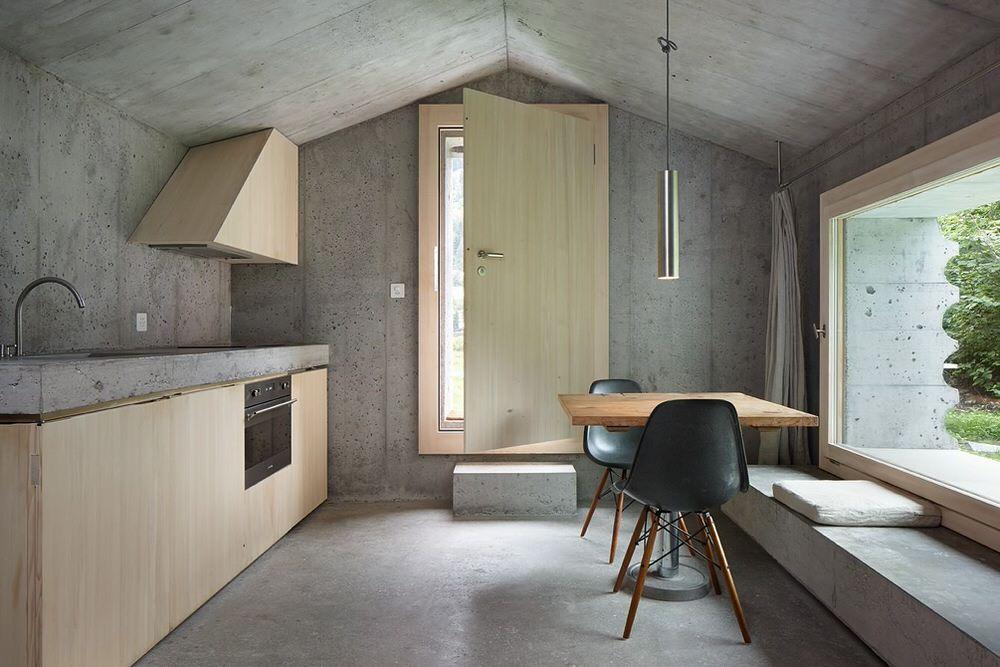 Entrance-Kitchen-Dining-Area-of-Refugi-Lieptgas.jpg