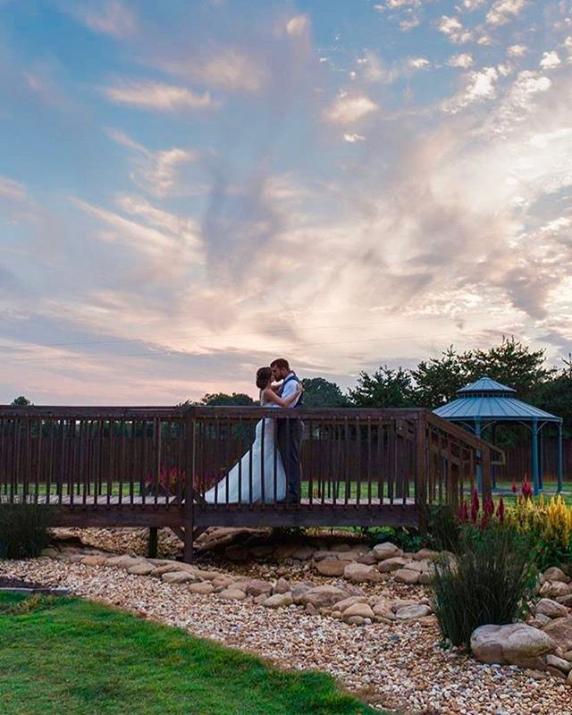 Sunsets at weddings always make for a gorgeous evening 💞 #bullockspringsmanor #sunsets #weddingnights #brideandgeoom #specialmoments #kissesundertheclouds