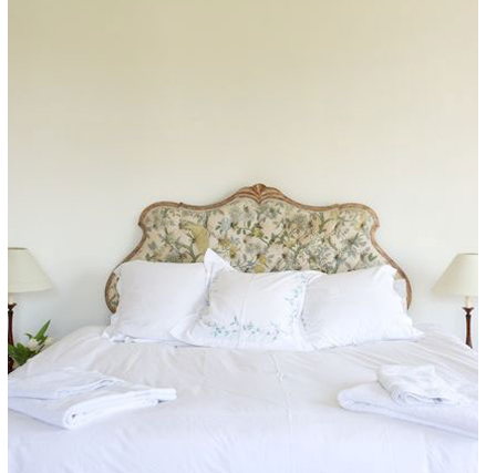 Double bed in the Oval Room