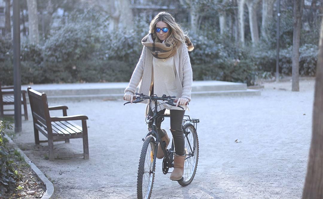 bloguera-de-moda-BARCELONA-bici-monica-sors.jpg