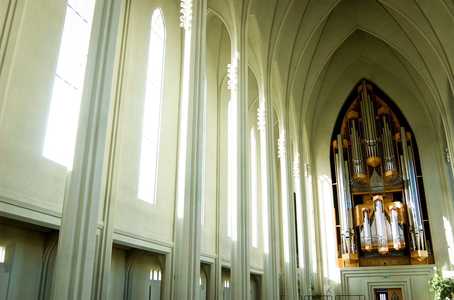 luzod-design-co-mae-iceland-hallagrimskirkja-church-pipeorgans.jpg