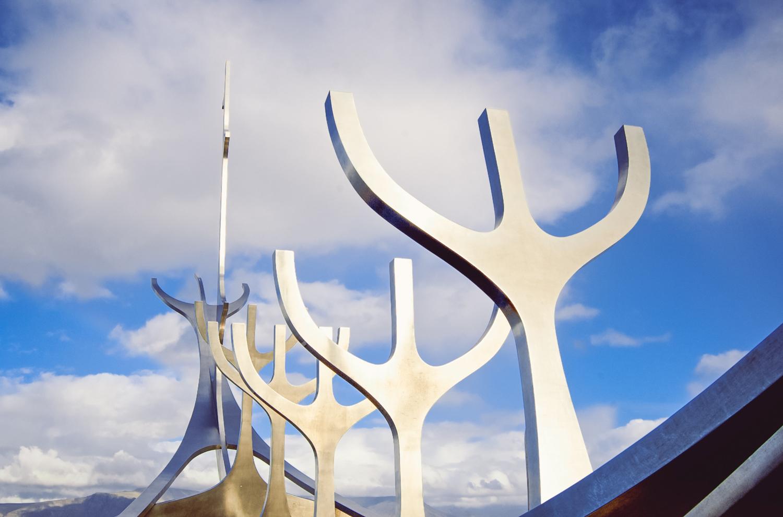 luzod-design-co-mae-iceland-viking-ship-sculpture.jpg