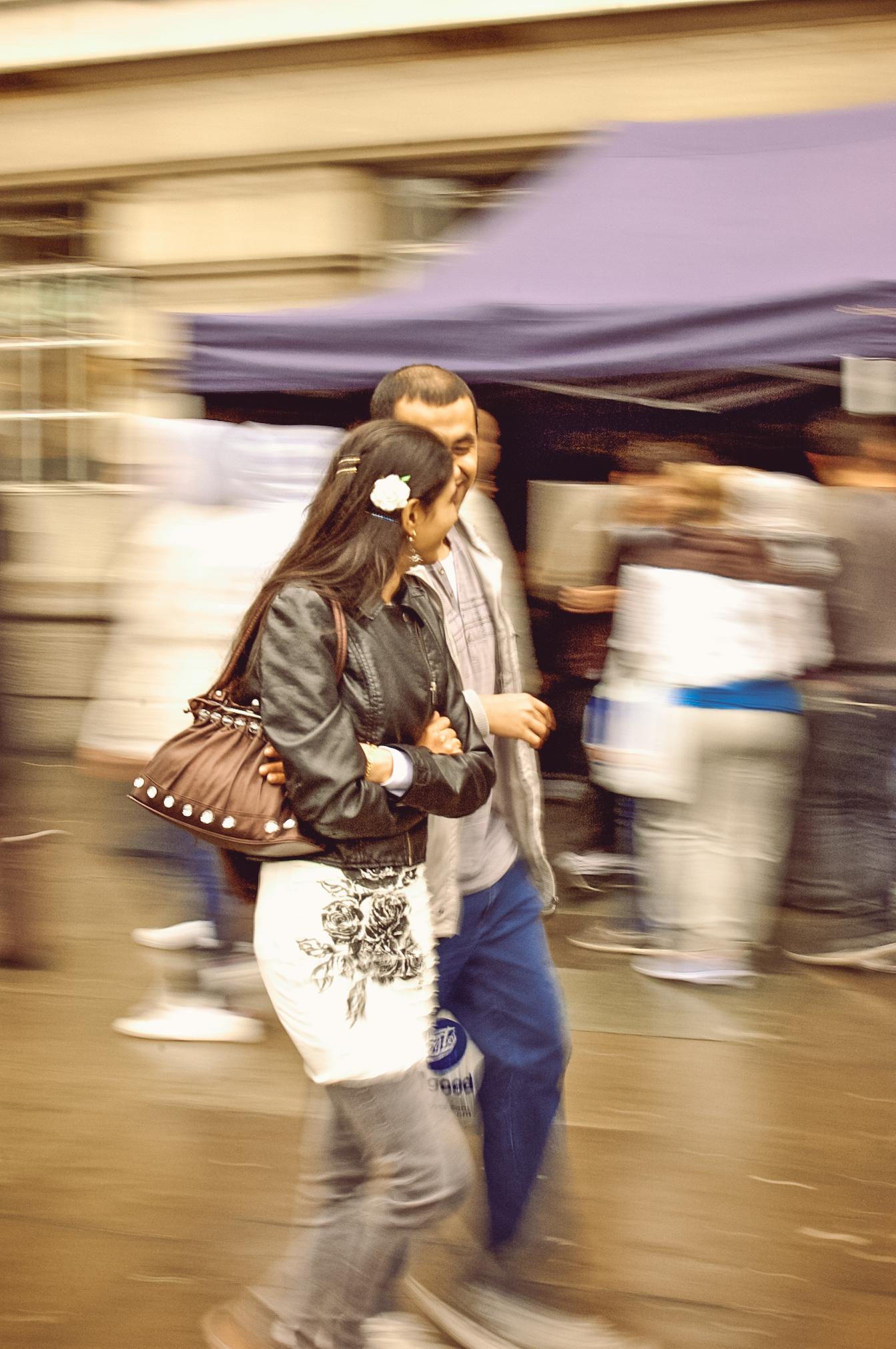 luzod-design-co-mae-london-people-watch-couple.jpg