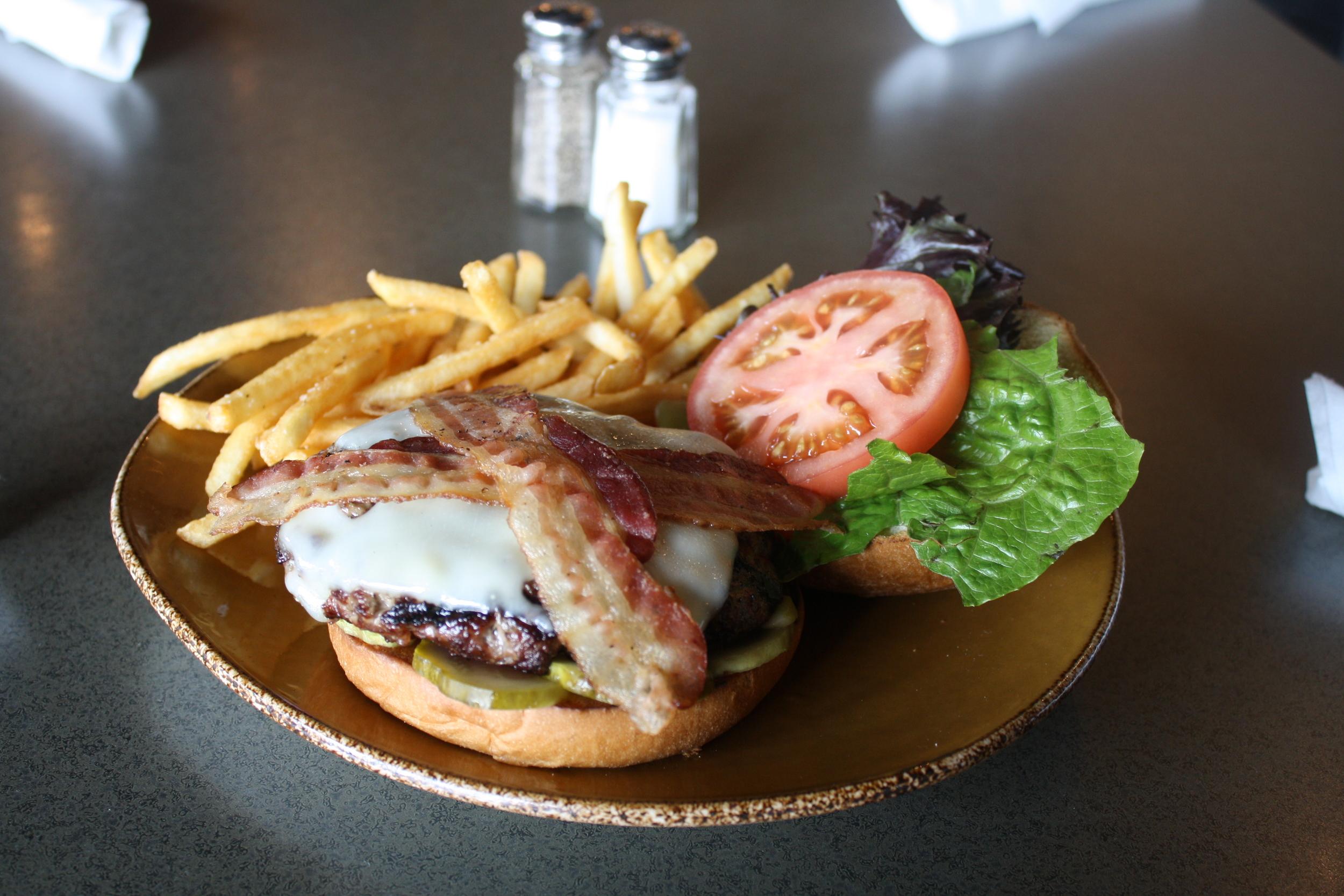 LYNX GC Burger Thursday Grill Lunch Dinner